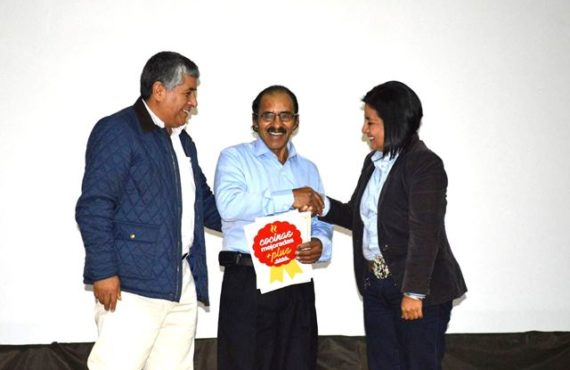 Microempresario puneño mejora calidad de vida de zonas rurales con innovación es reconocido por Soluciones Prácticas
