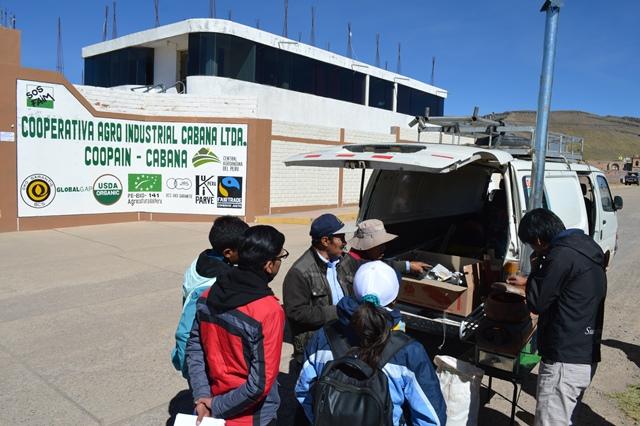 Socios de cooperativa de productores de quinua orgánica en Puno conocen bondades de cocinas mejoradas portátiles