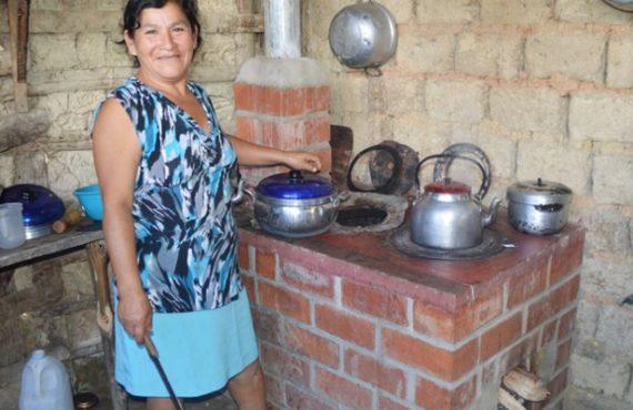 Para prevenir daños en la salud por humo de leña proponen cocina mejora certificada